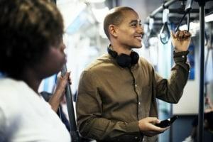 Kommunikation und Körperhaltung eines Mannes