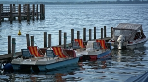 Tretboot - Zwilling Frau erobern